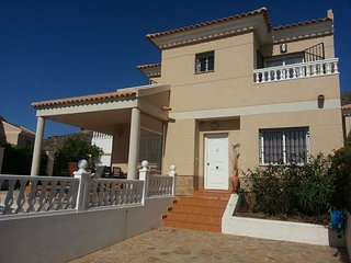 Casa Dreambinos, 3 bedroom Villa with WIFI, Airco and private pool