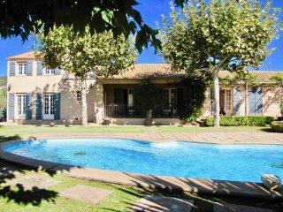 Superbe villa composée de 5 chambres pour 9 couchages avec piscine privée