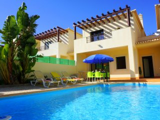DomusIberica Casa 17. In Burgau, Air-conditioned, private pool, walk to beach !