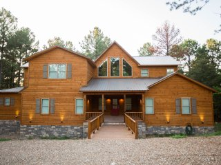 Party of Five Lodge; 5 BR, 4.5Bth; Loft; Pool Table; Hot Tub; Fire Ring