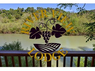 River View - Riverfront Getaway in Healdsburg - Hot tub, Kayaks, River Access