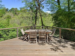 Serene Riverfront Cottage ­ In Healdsburg, Views, Kayaks, 1.5 Mile to Downtown