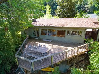 Serene Riverfront Cottage - In Healdsburg, Views, Kayaks, 1.5 Mile to Downtown