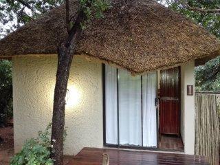 Chobe sunset chalets Bedroom 5, holiday rental in Botswana