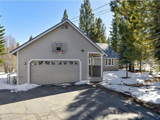 Sunny Tahoe Donner Vacation Home - Dog Friendly!