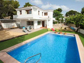 4 bedroom Villa with Pool, Air Con and WiFi - 5575077