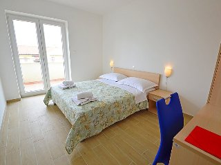 Soline Apartment Sleeps 5 with Air Con and Free WiFi