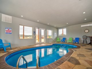Swimming Pool Cabin with View in Pigeon Forge Area