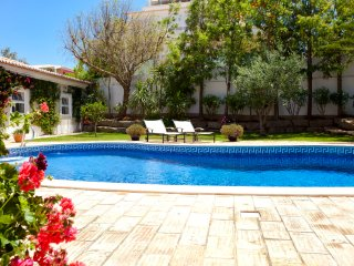 Stunning Villa Near Luz With Heated Pool, Pool Fence & Views To Monchique Hills