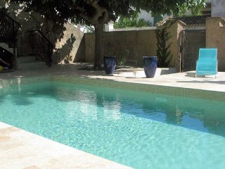 Pomerols villa rental in France with pool near the beach, sleeps 8