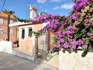 1 bedroom Villa with Air Con, WiFi and Walk to Beach & Shops - 5060375