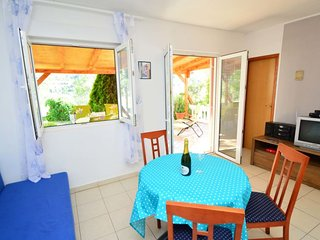 Grebastica Holiday Home Sleeps 4 with Air Con and Free WiFi - 5059814