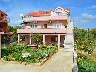 3 bedroom Apartment with Air Con, WiFi and Walk to Beach & Shops - 5058693