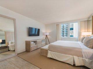 3 Bedroom plus Den Luxury Eco-Hotel Condo -904