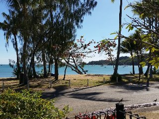 Peg's Beach House - Horseshoe Bay, QLD