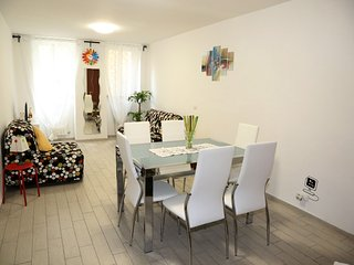 A COZY CONFY COOL APT BETWEEN TRASTEVERE AND SAINT PETER'S BASILICA