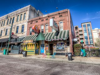 Luxurious Private Apartment on World Famous Beale Street