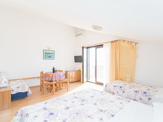 Apartments Pava- Studio Apartment in Attic with Balcony and Sea View