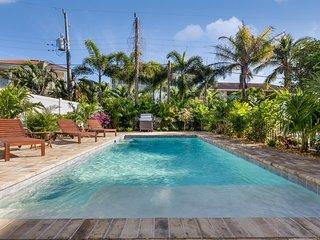 Casa Ohana – 4BR/3BA Private Home, Heated Pool and Cabana, in Siesta Key Village