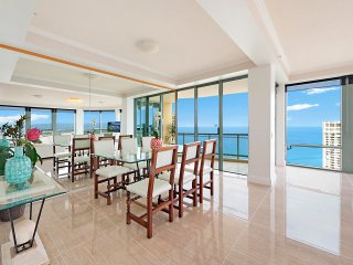 SURFERS PARADISE LUXURY APARTMENT - OCEAN FRONT