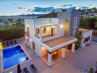Stunning Villa in Ibiza Town, sleeps 12/14