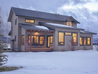 New Luxury Teton Valley Vacation Rental - 30 Min to Jackson Hole - Sleeps 8