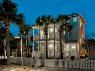 Beautifully Remodeled Beach House, 3bed/3bath+Tower Room - Short Walk to Beach &