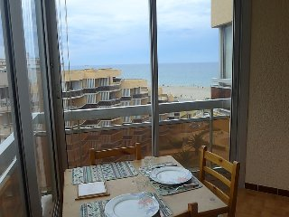 1 bedroom Apartment with WiFi and Walk to Beach & Shops - 5029600