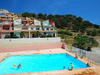 1 bedroom Apartment with Pool and Walk to Beach & Shops - 5079218