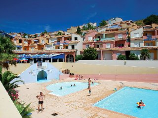 1 bedroom Apartment with Pool and Walk to Beach & Shops - 5079286