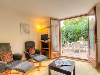 Saint-Cyprien-Plage Holiday Home Sleeps 6 with Air Con and WiFi - 5050725