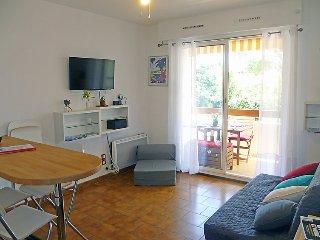 Saint-Cyr-sur-Mer Apartment Sleeps 4 with WiFi