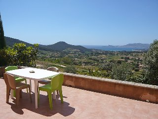 2 bedroom Villa in La Cadiere-d'Azur, Provence-Alpes-Cote d'Azur, France : ref 5