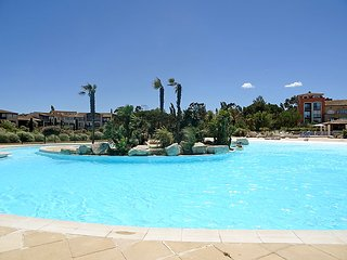 1 bedroom Apartment with Pool, WiFi and Walk to Beach & Shops - 5802226