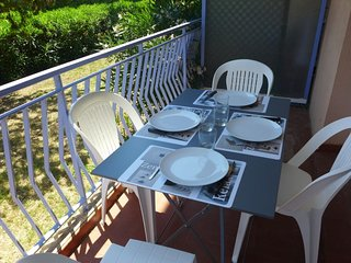1 bedroom Apartment with WiFi and Walk to Beach & Shops - 5039668