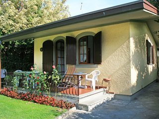 2 bedroom Villa in Forte dei Marmi, Tuscany, Italy : ref 5055079