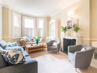 Spacious Chelsea Family Home near The Thames