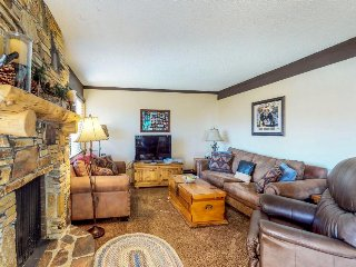 Skier's paradise w/ mountain views, shared seasonal pool, hot tub, & game room