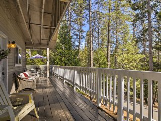 3BR Arnold Cabin w/ Forest Views & Lake Access!