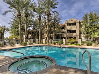 Phoenix Condo w/Lake, Heated Pool & Jacuzzi Access