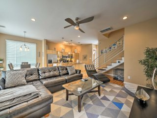 2BR Houston Townhome w/ Yard & Rooftop Terrace!