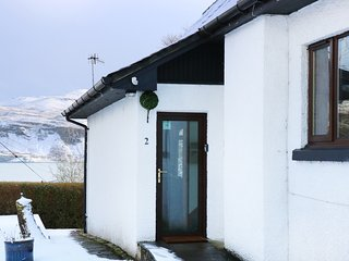 ALDERBURN 2, open-plan, en-suite, views of Portree harbour, Ref 971136