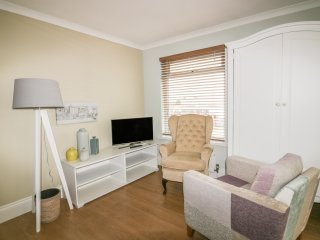 HIGHFIELD HOUSE STUDIO, open plan, easy access to amenities, near Truro, Ref 940