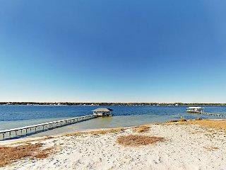 Brand-New 8BR on 75' Lagoon Front w/ Beach - 3 Balconies w/ Views