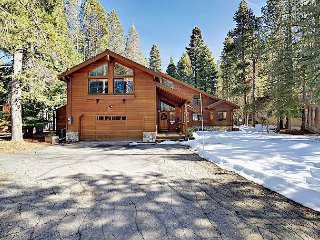Spacious Centrally Located 4BR w/ Game Room, Fireplace, Deck & Amenity Access
