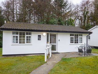 MERRYFIELD HAVEN, detached, ground floor, WiFi, pet-friendly, near Liskeard, Ref