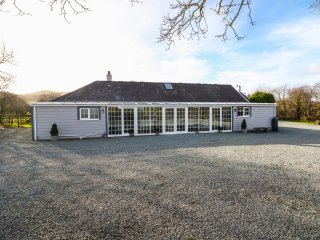 THE KEEPERS LODGE, detached stone cottage, woodburner, family accommodation