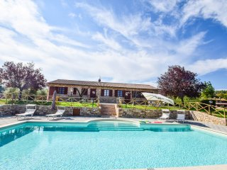 Detached house with private pool and panoramic views at 6km from Todi.