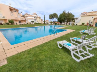 AMAZING APARTMENT, AIR-CON, FREE WI-FI & WALKING DISTANCE TO THE BEACH