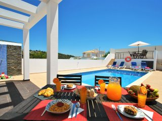 MODERN VILLA W/ SWIMMING POOL, AIR CON, FREE WI-FI & CLOSE TO ALL AMENITIES